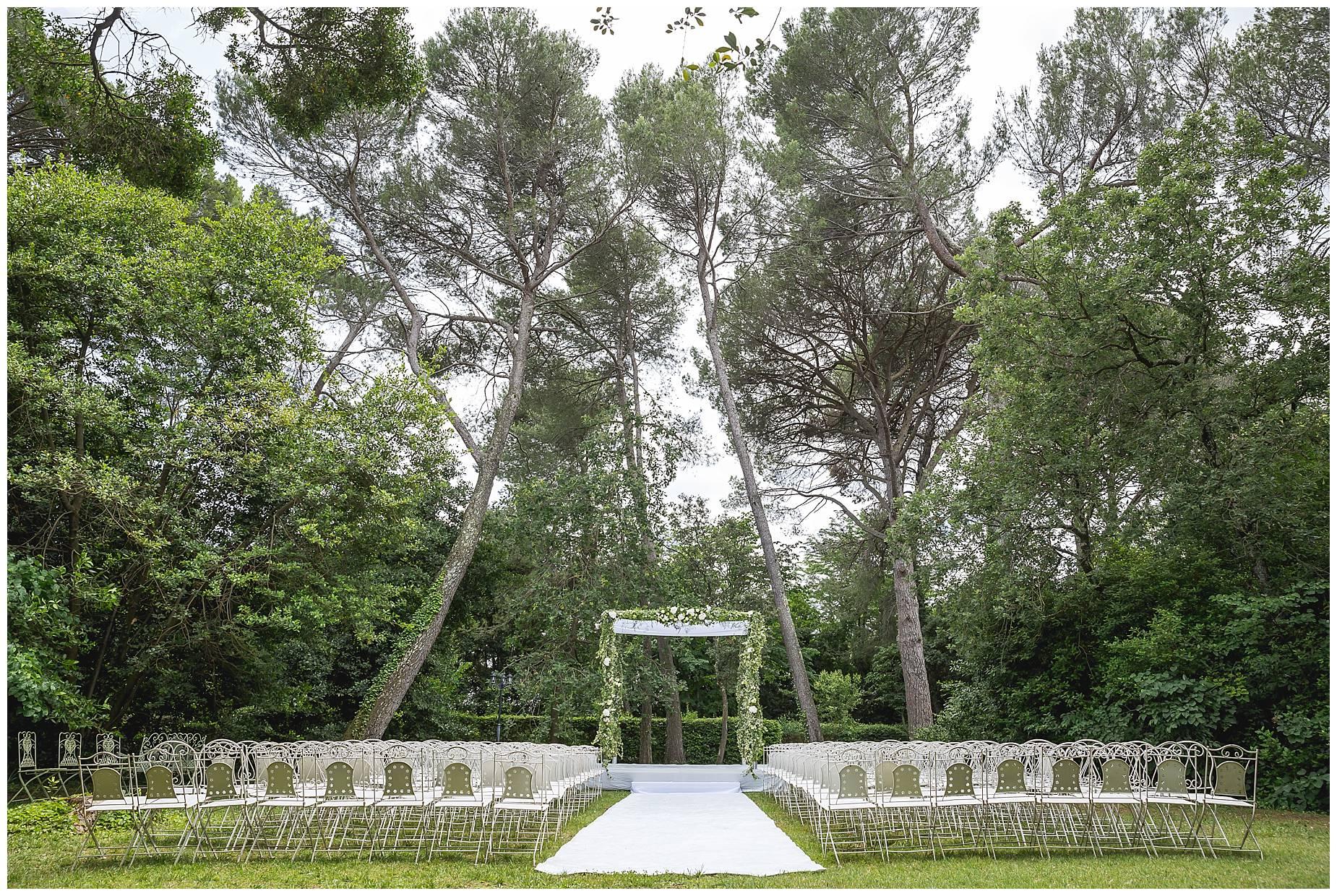 outdoor ceremony Chateau de Pouget