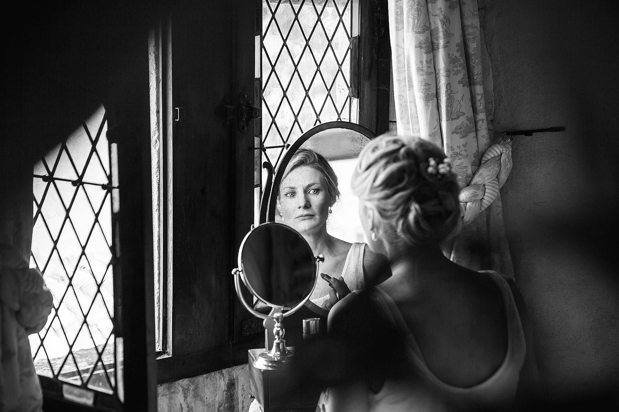 bridesmaid doing her make up