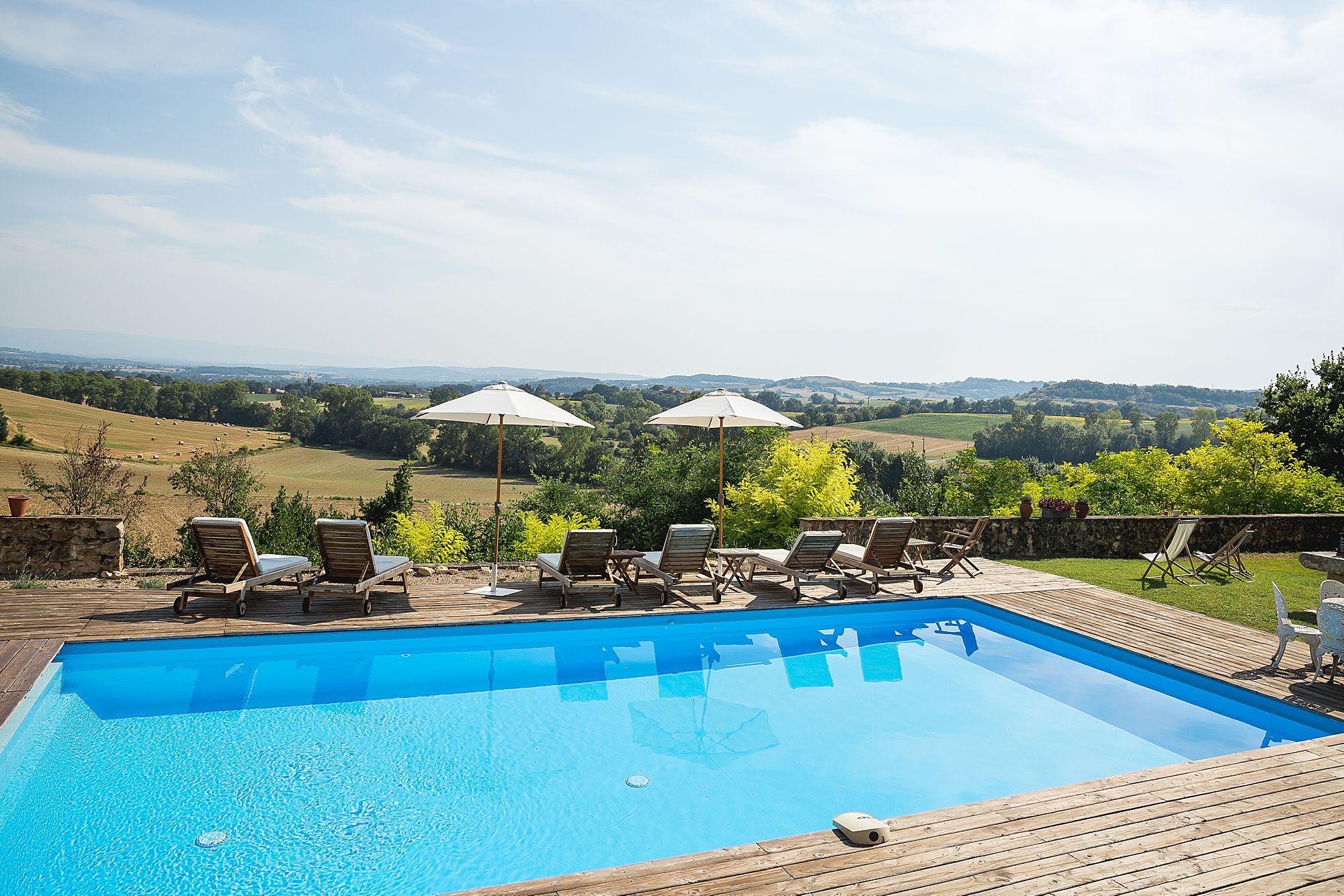 swimming pool at Chateau Brametourte