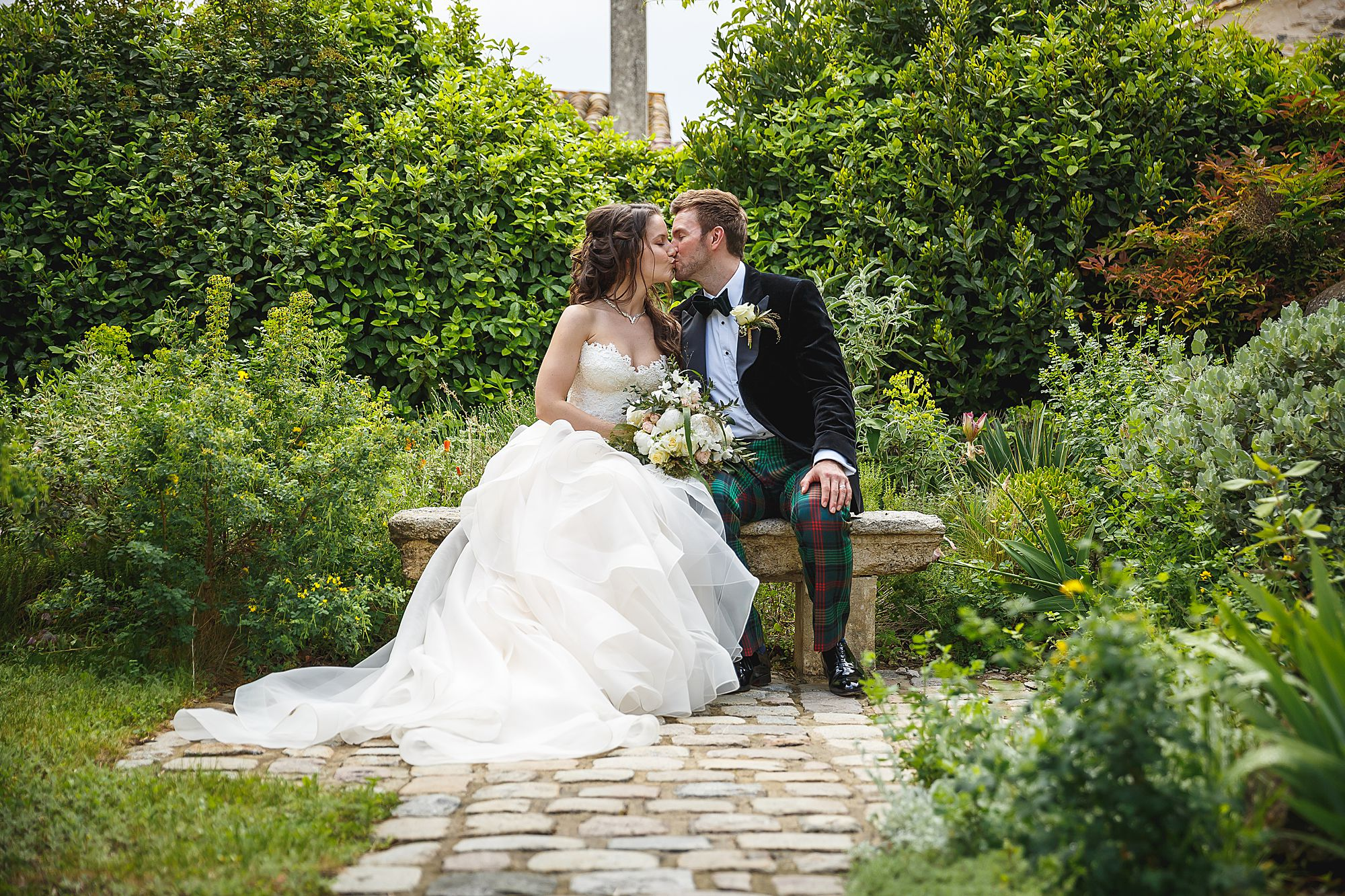 Chateau Provence wedding kiss