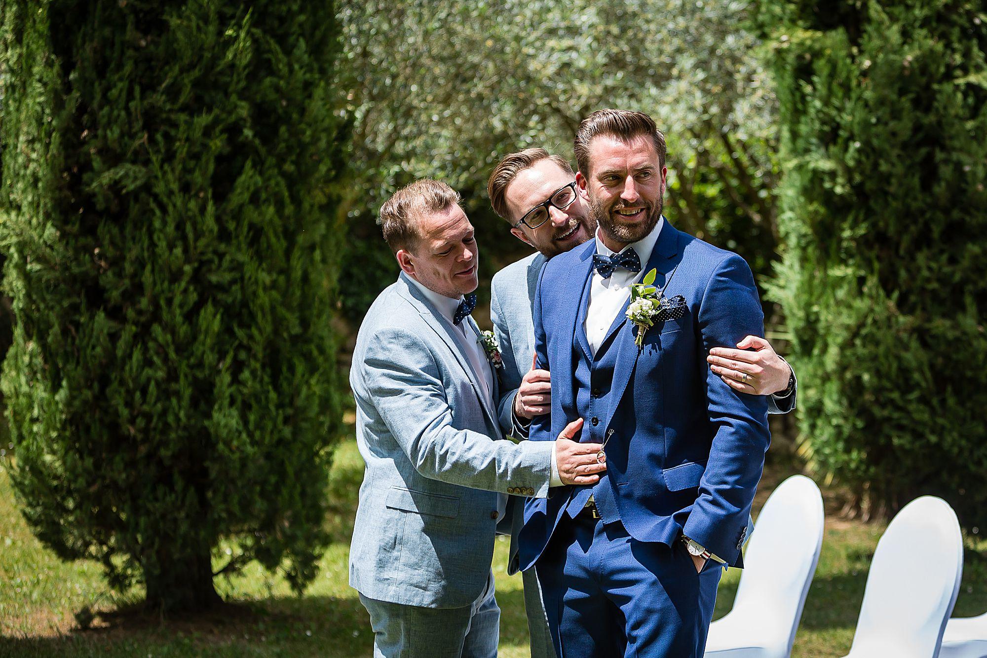 bestmen hug groom