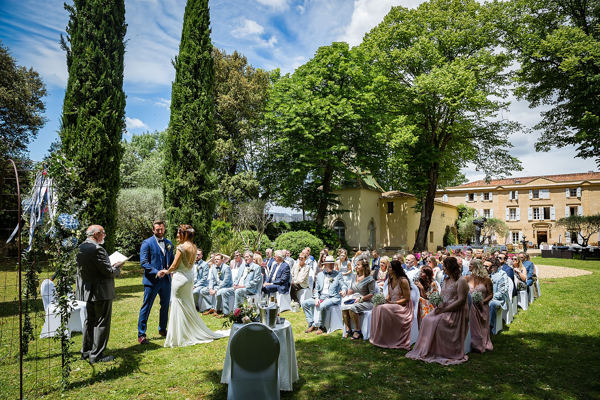 Chateau Rieutort wedding ceremony outside