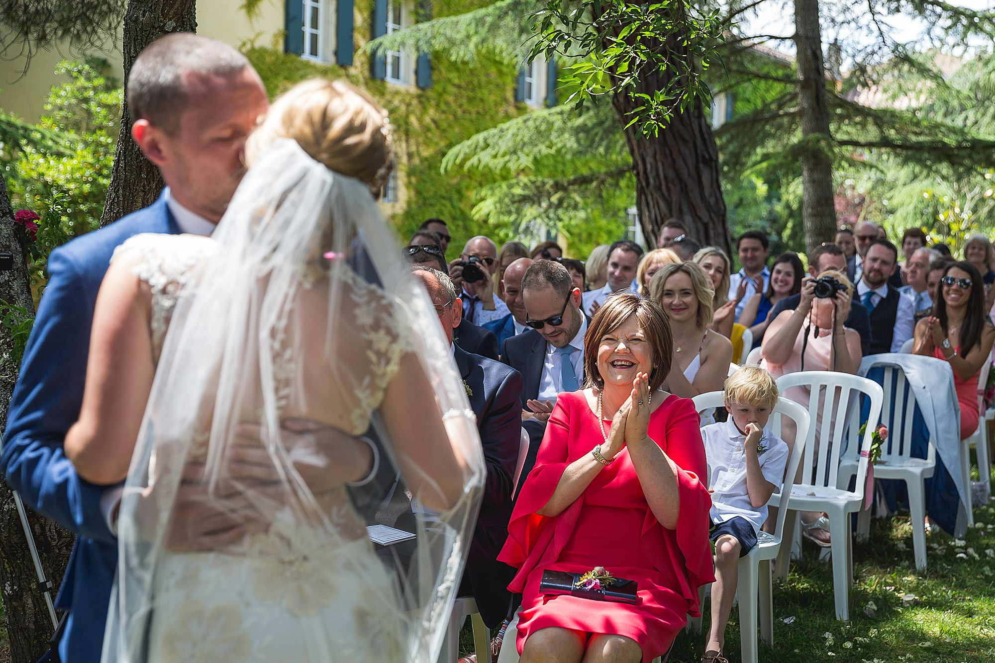 Domaine Gayda wedding first kiss