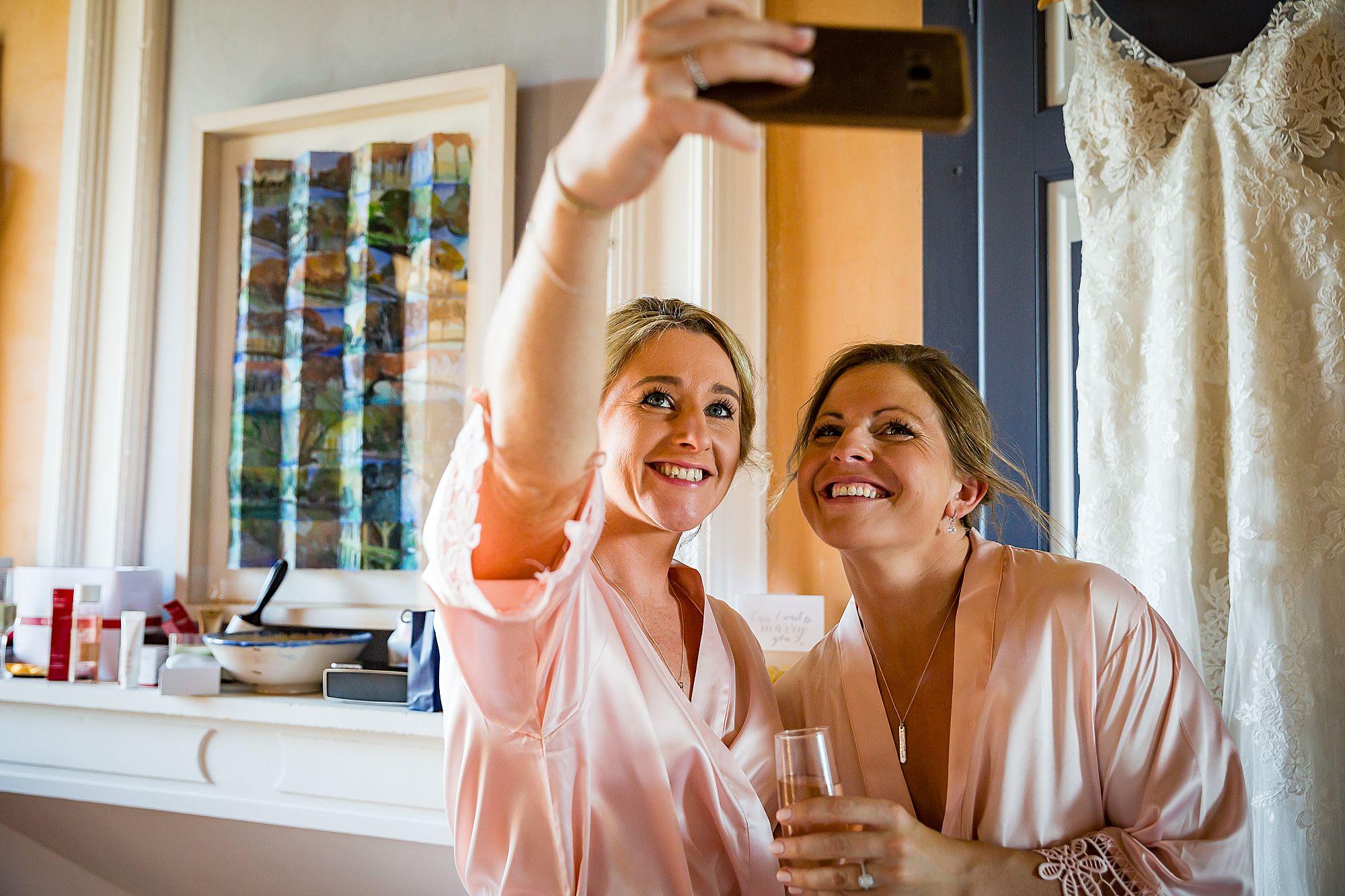 girls take selfie