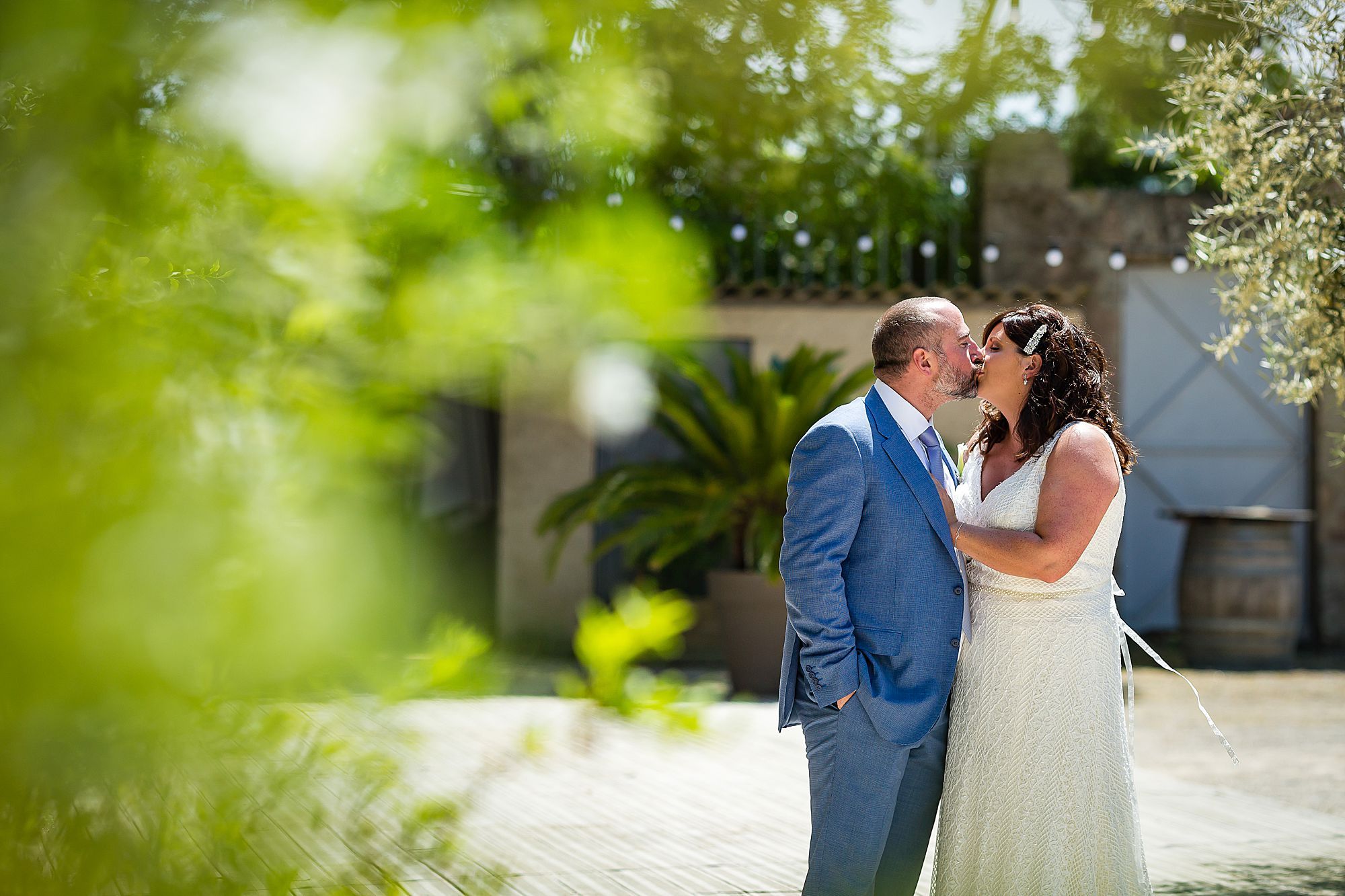 kissing at Domaine de la Grangette wedding