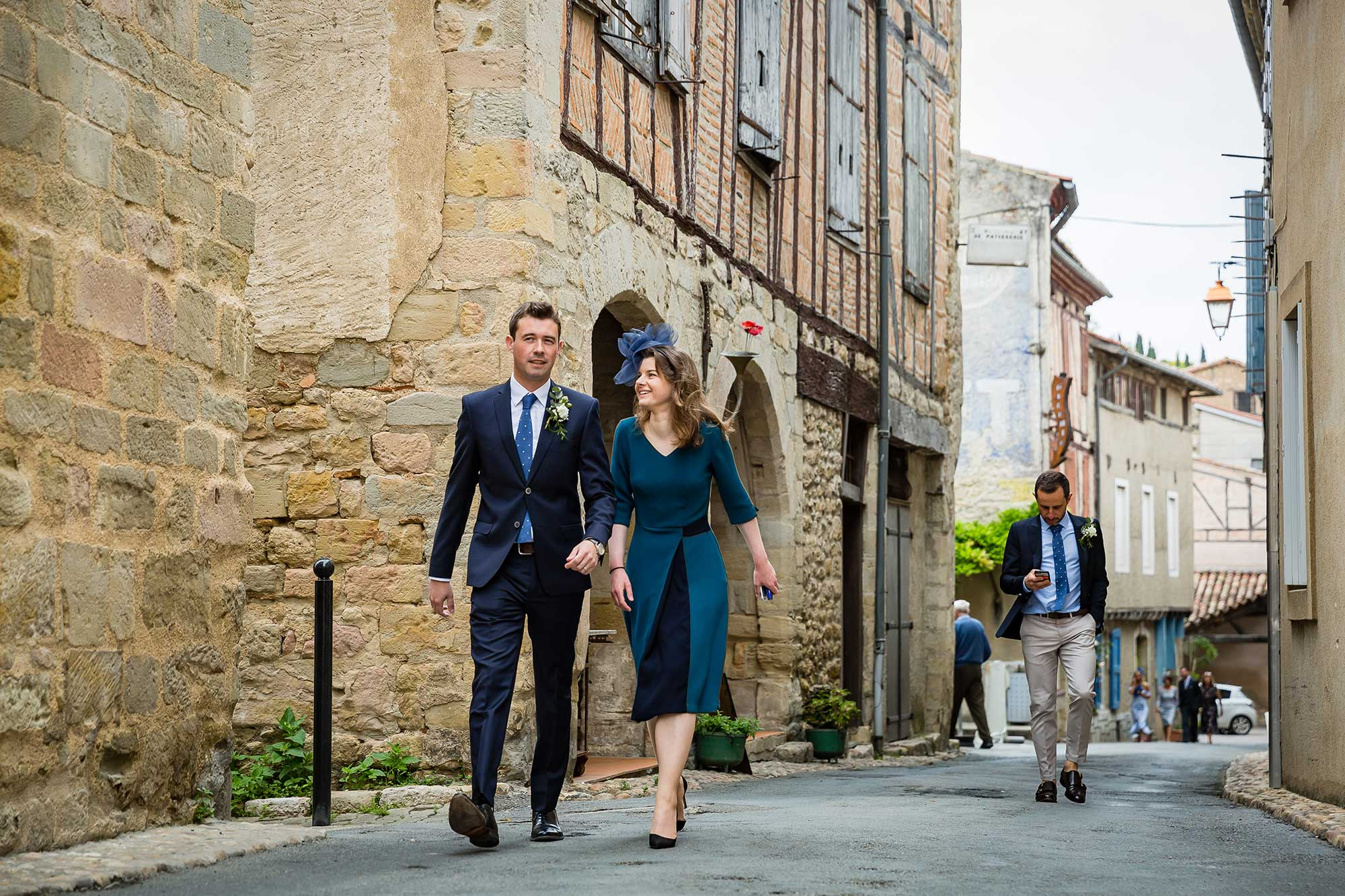 walking to wedding in Lautrec