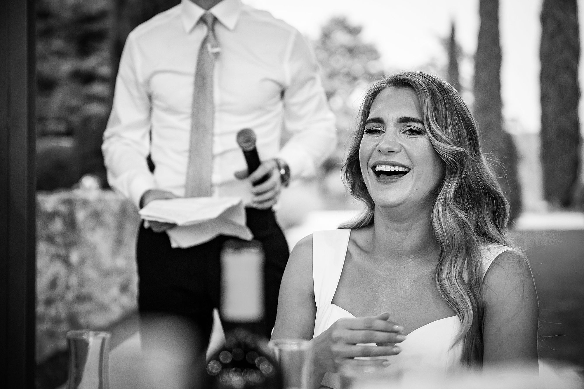 bride laughs at best man