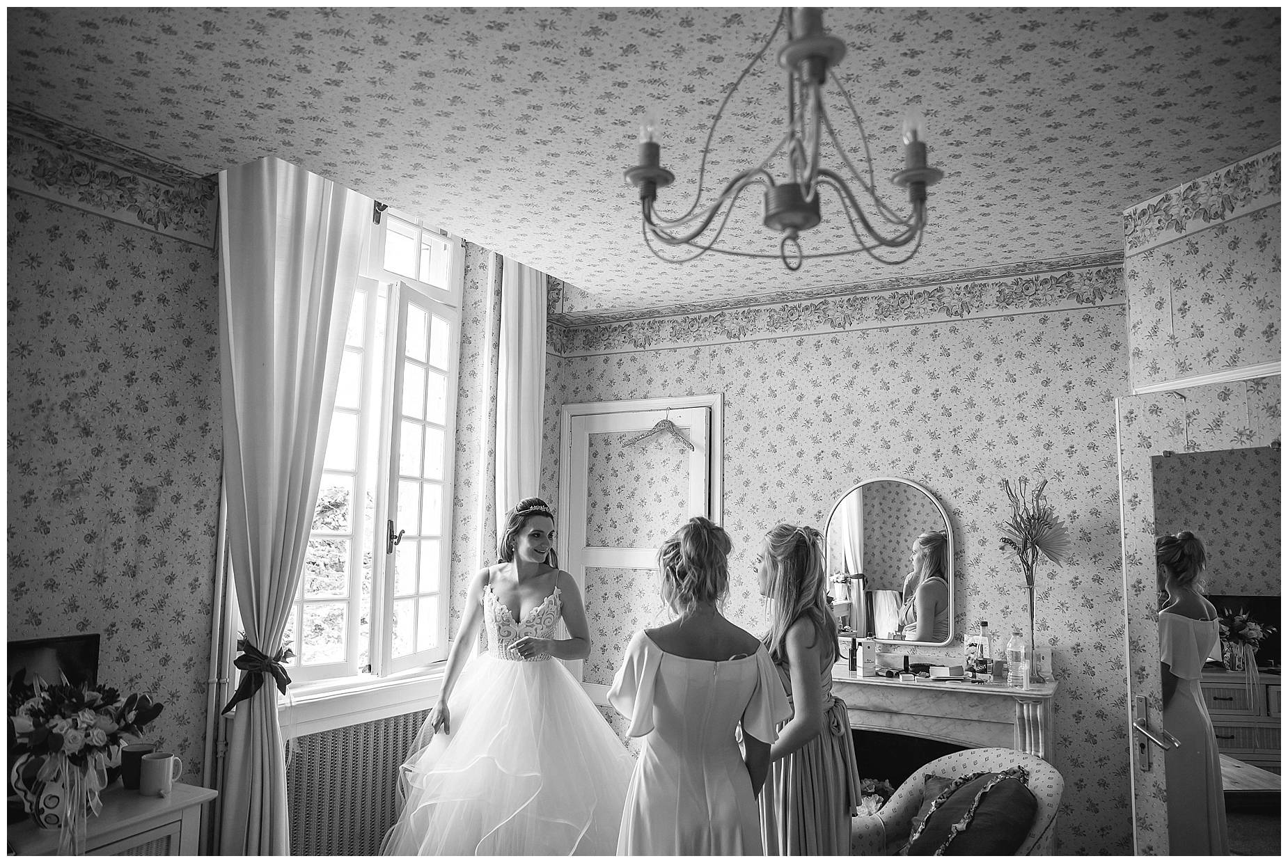bride getting ready at Château du Puits es Pratx