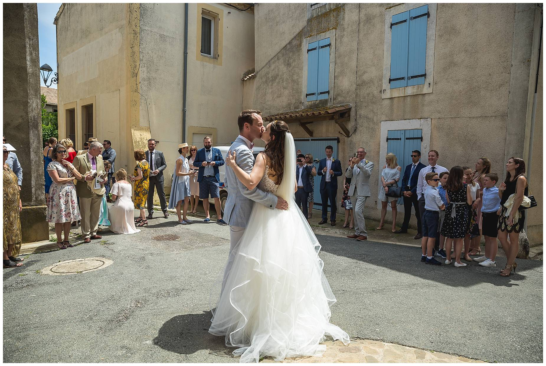 couple kiss at their Château du Puits es Pratx wedding
